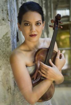 Anne_Akiko_Meyers_holding_violin 250x370